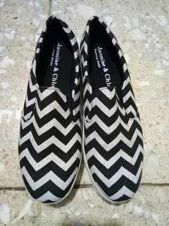 Sepatu Wanita Ukuran 40