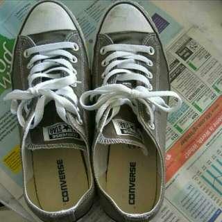 🚚 Authentic Converse Men's Sneaker Size UK 9 Euro 42.5 CM 27.5