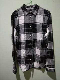 Check shirt ( kemeja kotak kotak hitam putih )