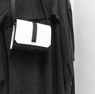from & other stories black white leather bag 黑白色 文青 皮色 斜背包 實用袋