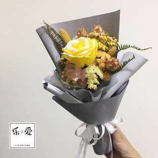 🚚 樂愛L'e Love 黃色系香皂玫瑰乾燥花花束 情人節花束 送禮花束