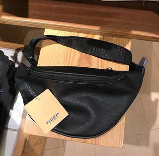 Weist bag pull & bear