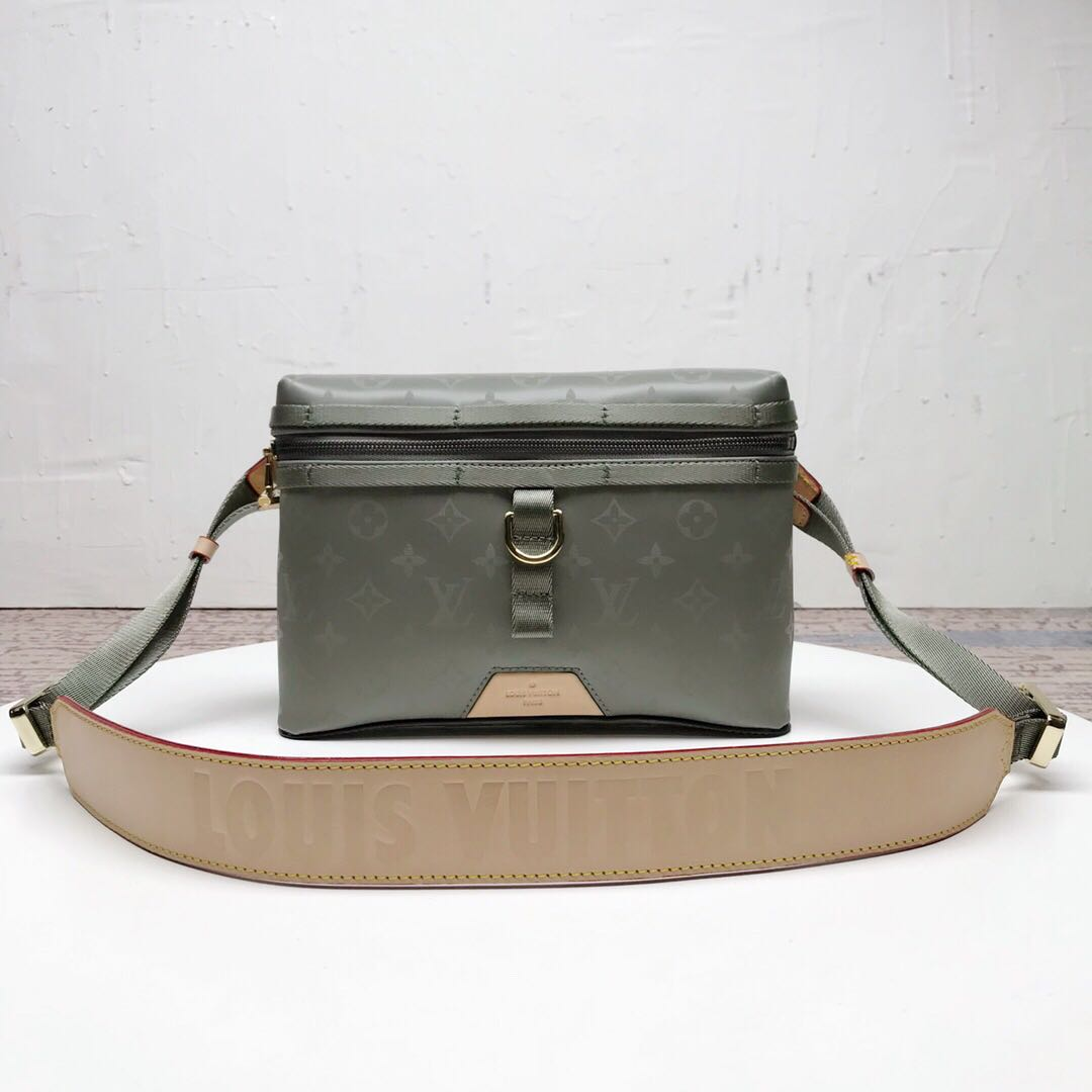 90506bc48c79 Louis Vuitton LV Monogram Titanium Messenger Bag M43889