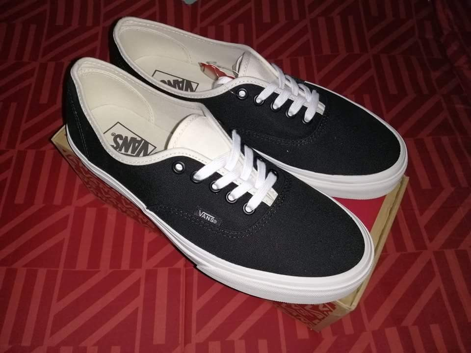 Vans Authentic Blackbone - Size 9US Men 21ec841f5987