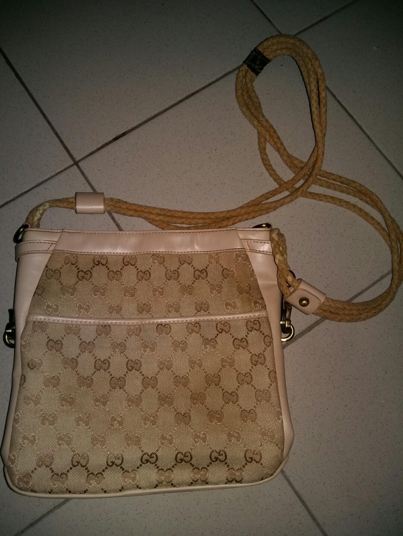 bc8e05682b3 Vintage Gucci Sling bag