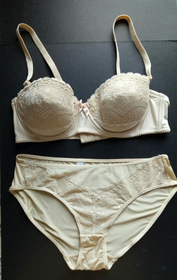 cd7ff545cfafe Marked down Wacoal Skintone Lace Bra and Panty Set