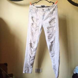 FOREVER 21 RIPPED JEANS / TATTERED JEANS / Lightwashed Jeans / Mom Jeans / Boyfriend Jeans