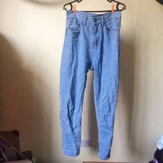 Mom Jeans / Highwaisted Jeans