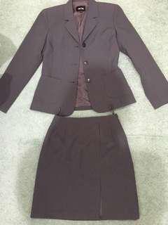 2 piece suit size 6