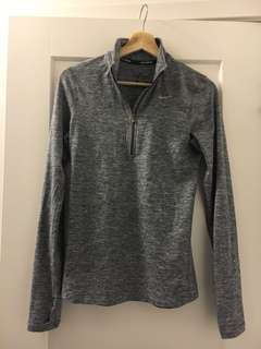 Nike Element 1/2 Zip Pullover - size XS