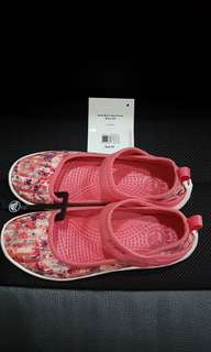 As New Authentic Crocs Girls Flats (Duet Busy Day Floral Shoes) J1