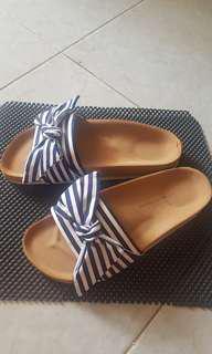 Sandal santai beli di thailand