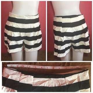 HW stripes shorts
