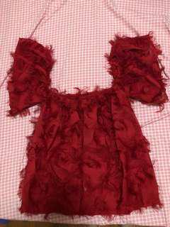 🚚 全新現貨實拍-紅色ㄧ字領羽毛設計上衣