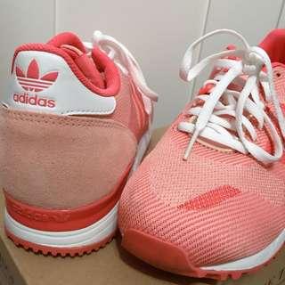 adidas女裝運動鞋