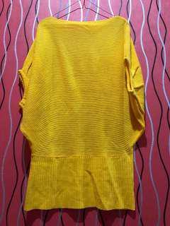 Baju Rajutan Kuning