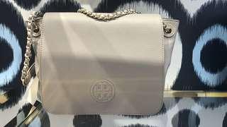 🇺🇸美國代購有收據 100% Authentic $2099 Tory Burch 經典優雅灰真皮女手袋 可上膊或側揹 間隔實用大細適中 斯文返工或出街 Bombe Small Flap Shoulder Bag Woman Bag French Grey