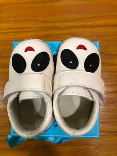 100% New Pair of Baby Shoe ; Size: 14