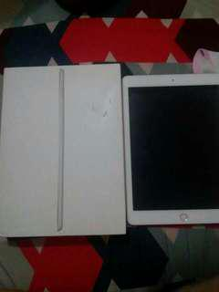 iPad 5th gen 32gb w/box and charger