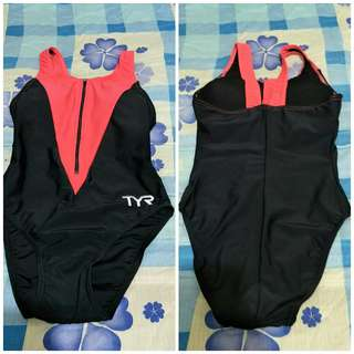 TYR Swimsuit M