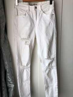 TOPSHOP Petite Distressed White Jamie Jeans W28