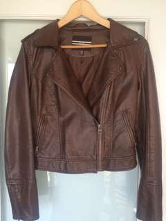 Brown leather jacket (M)