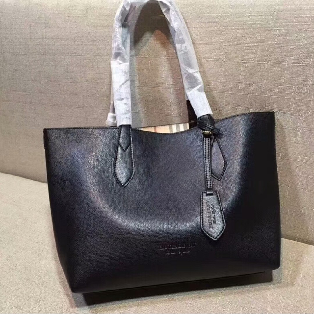 7d6b4aa8d9ef Burberry black Tote bag