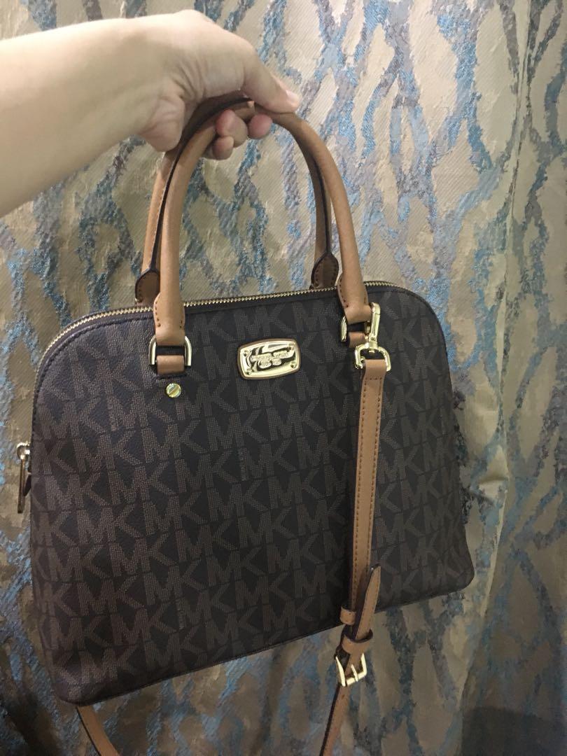 99da61fe0b96 Michael Kors Cindy Black Grab Dome Bag