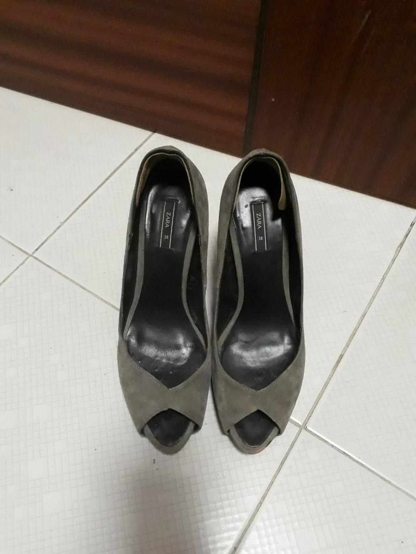 b0091bdb028 Zara Peep toes heels