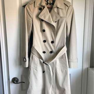 Burberry Trench Coat Sandringham US 4 in Stone colour