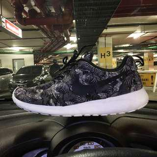 Sepatu Nike roshe run