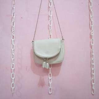 Slingbag brokenwhite tassel