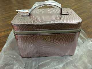 Bag make up kulit biaya