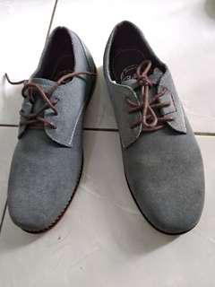 Sepatu suede warna grey size 40 BNWB