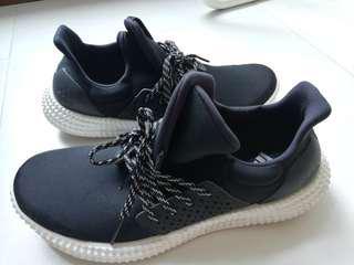 Authentic Adidas unisex Sneaker size 8.5