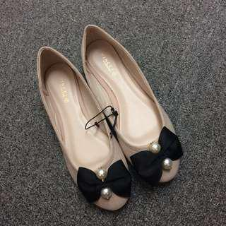 Vincci Flat Pearl Shoes In Nude