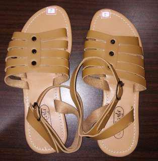 Apricot sandals size 5