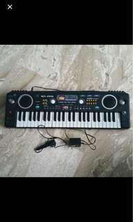 🚚 Electronic keyboard for Kids Toddler toy In good working condition.  Come with microphone