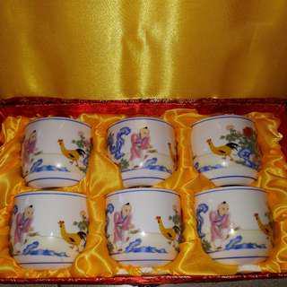 🚚 全新粉彩詩文雞缸杯 ,泡茶,喝茶,好看,便宜,陶瓷杯,白玉瓷土,現貨,出清價,送禮,喝咖啡,喝水,杯子,收藏,玻璃杯