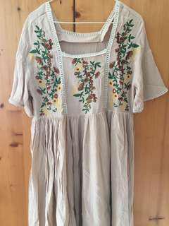 民族刺繡連身裙
