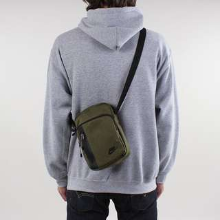 🚚 INSTOCK Authentic Nike Tech Small Sling Bag