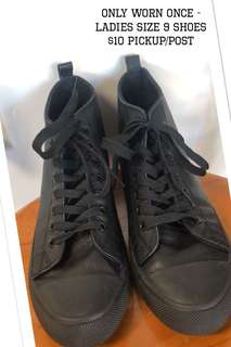 LADIES SIZE 9 BLACK SHOES. WORN ONCE.