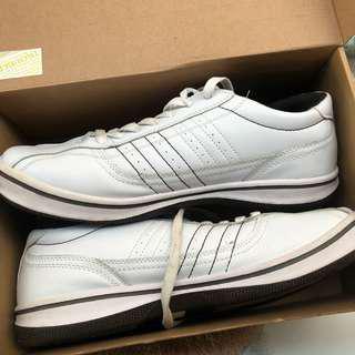 Betts Sneakers
