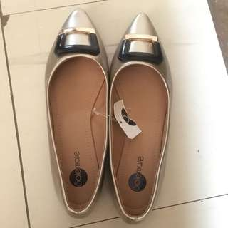 Solemate Gold Pointed Flats