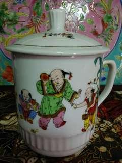 Big chinese mug with  children playing.