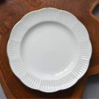 Vintage White Small Plate with Gold Trim 16.5 cm