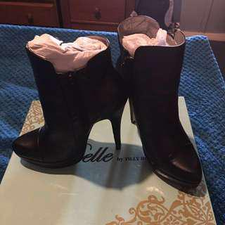 Size 6 Black Leather Ankle Boot Heels