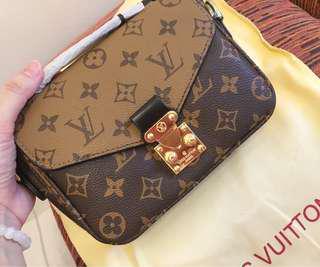 Louis Vuitton Pochette Metis Small