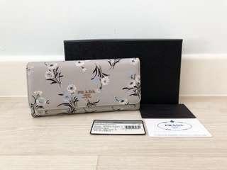 🚚 100% Authentic Prada Portafoglio Pattina Long Wallet