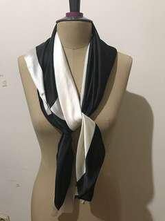 heiden black n white scarf ( reject dikit )